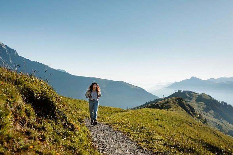 Wanderung auf dem Blumenweg am VogellisiBerg in Adelboden